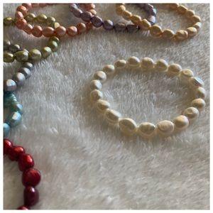 white cultured pearls bracelet NWOT